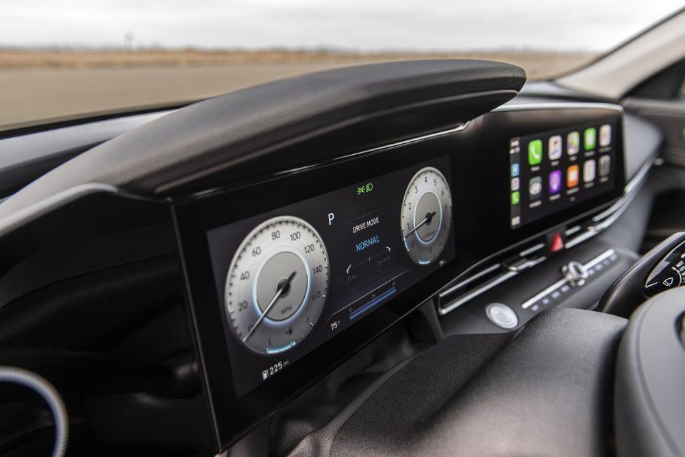 2021 Hyundai Elantra 10.25-inch driver display and touch screen