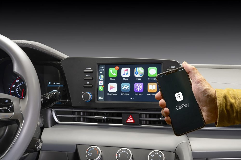2021 Hyundai Elantra 8-inch touch screen and wireless Apple CarPlay