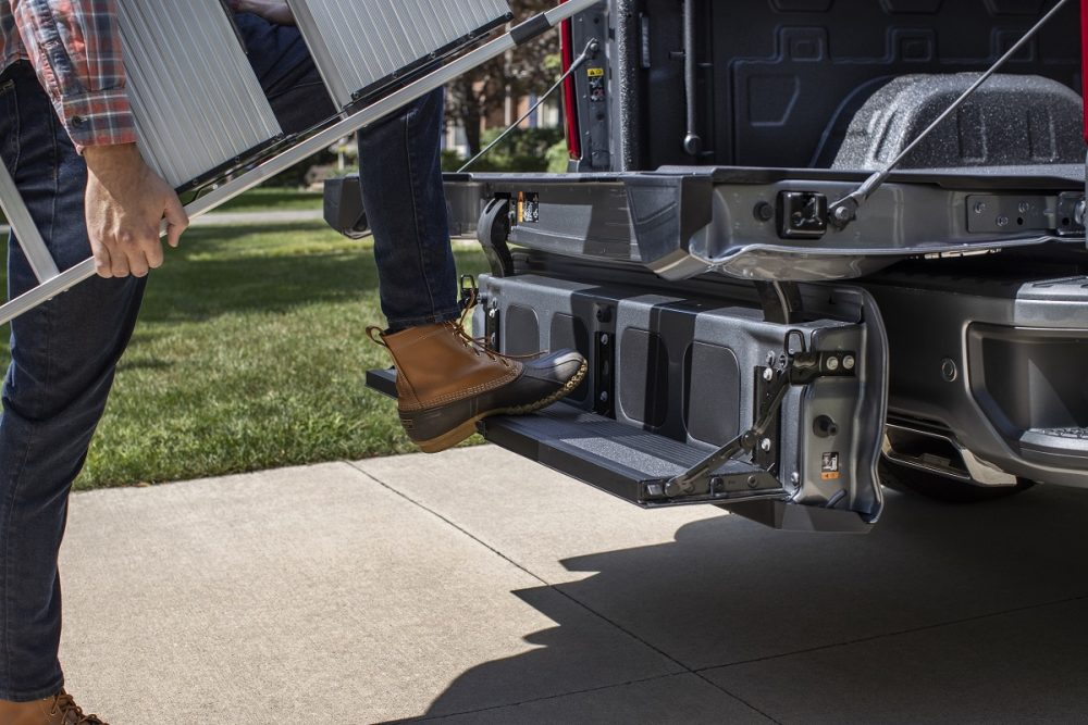 2021 Chevrolet Silverado 1500 Multi-Flex tailgate being used as bed step