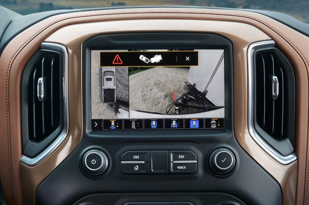Display screen showing 2021 Chevrolet Silverado Jack-Knife Warning