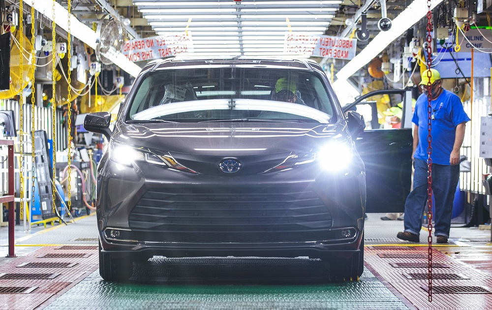 2021 Toyota Sienna rolls off Toyota Indiana assembly line