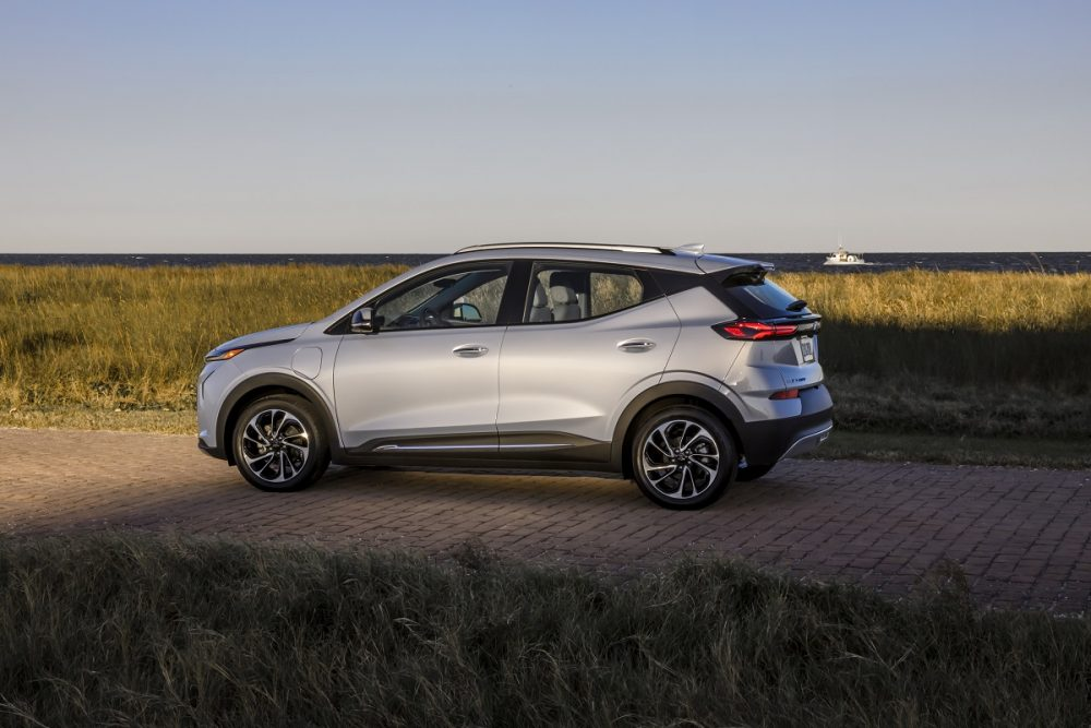 Side view of 2022 Chevrolet Bolt EUV