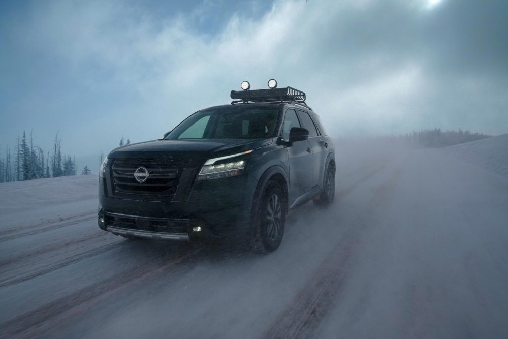 2022 Nissan Pathfinder driving in snowy conditions
