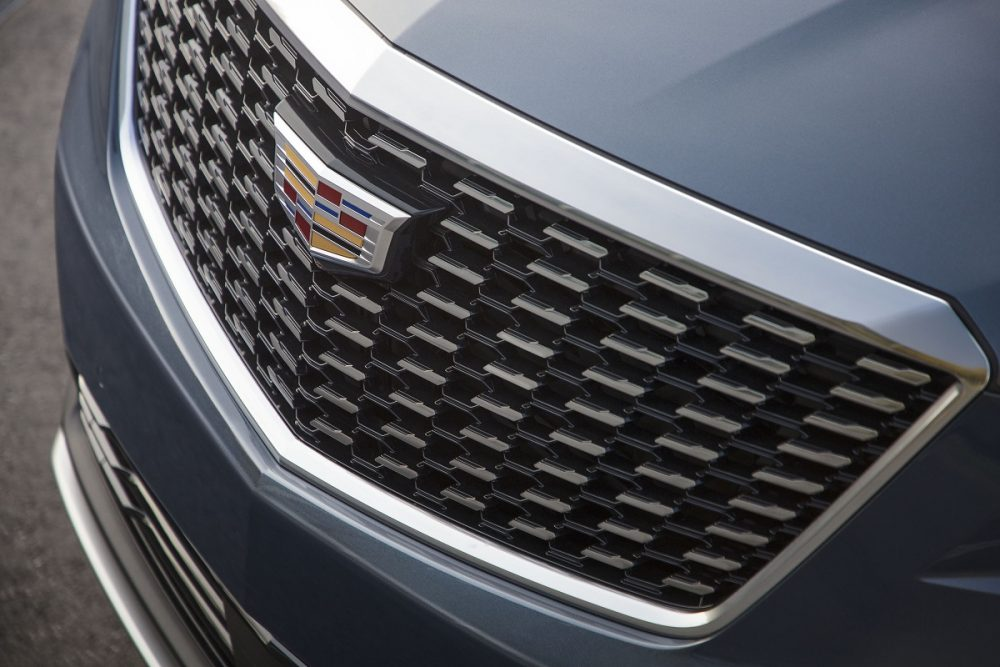 Cadillac XT5 grille and badge