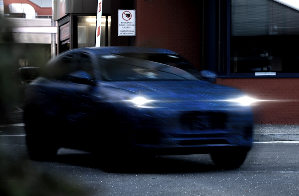 Maserati Grecale SUV prototype teaser (front 2)
