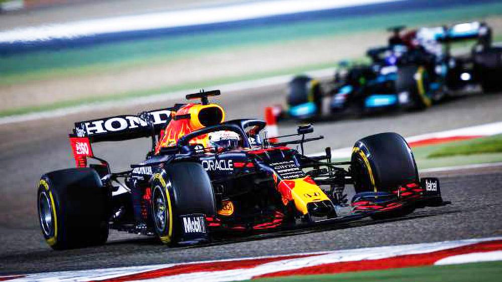 Verstappen Chased by Hamilton at 2021 Bahrain Grand Prix