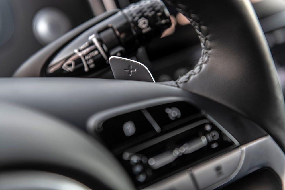Close-up view of 2022 Hyundai Santa Cruz steering wheel