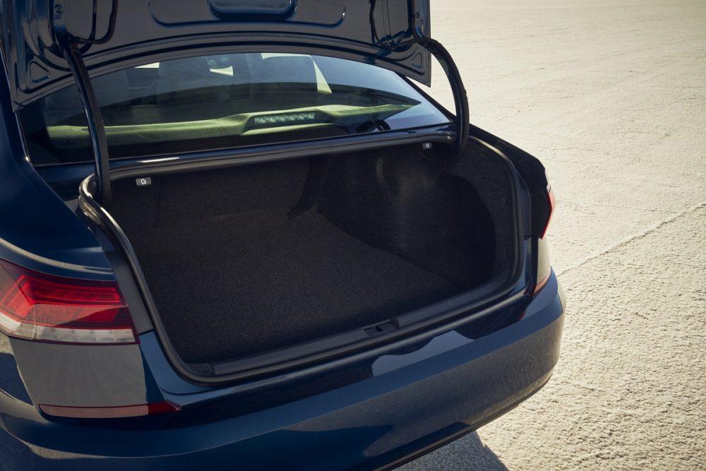 2021 Volkswagen Passat open trunk