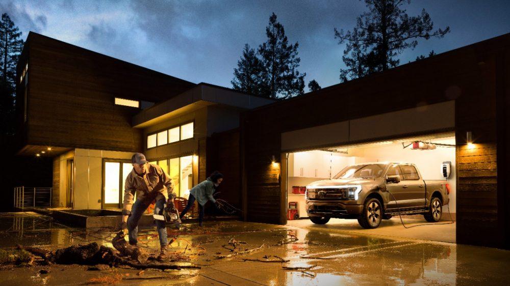 2022 Ford F-150 Lightning Platinum Ford Intelligent Backup Power