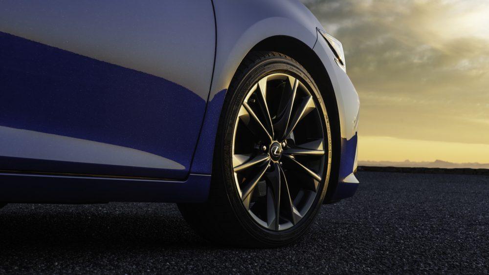 Front wheel of the 2022 Lexus ES