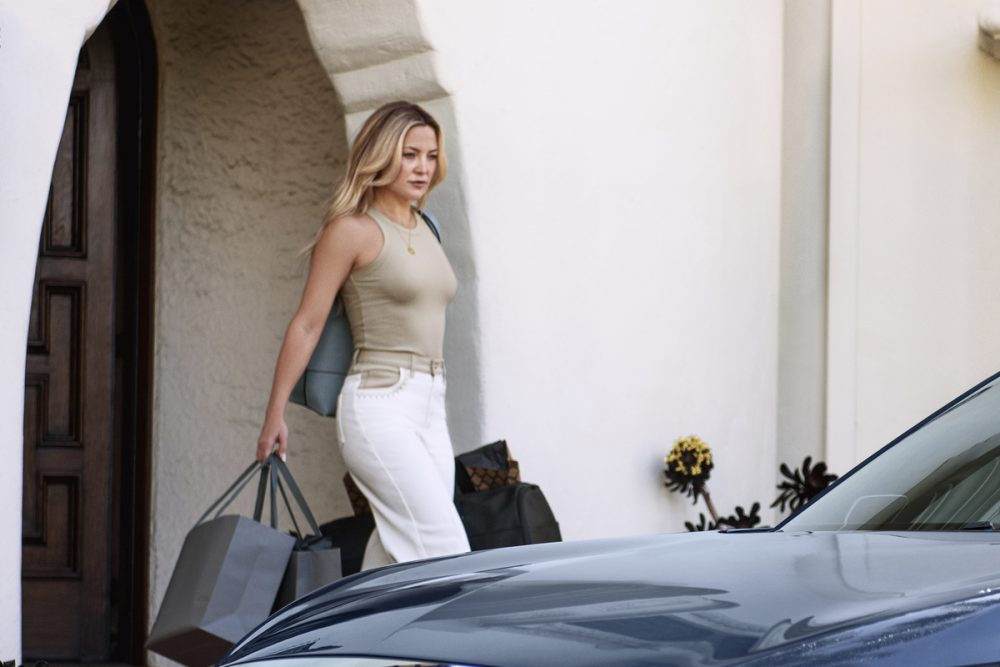 Kate Hudson approaches the all-new Infiniti QX60