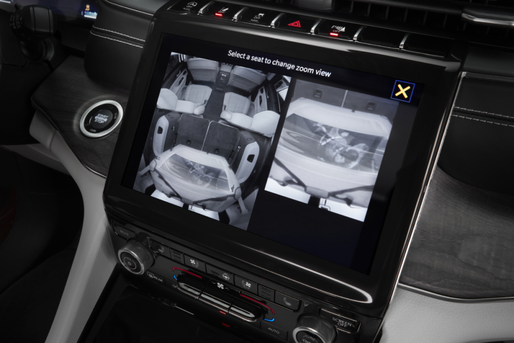 The Uconnect 5 system of the 2021 Jeep Grand Cherokee L
