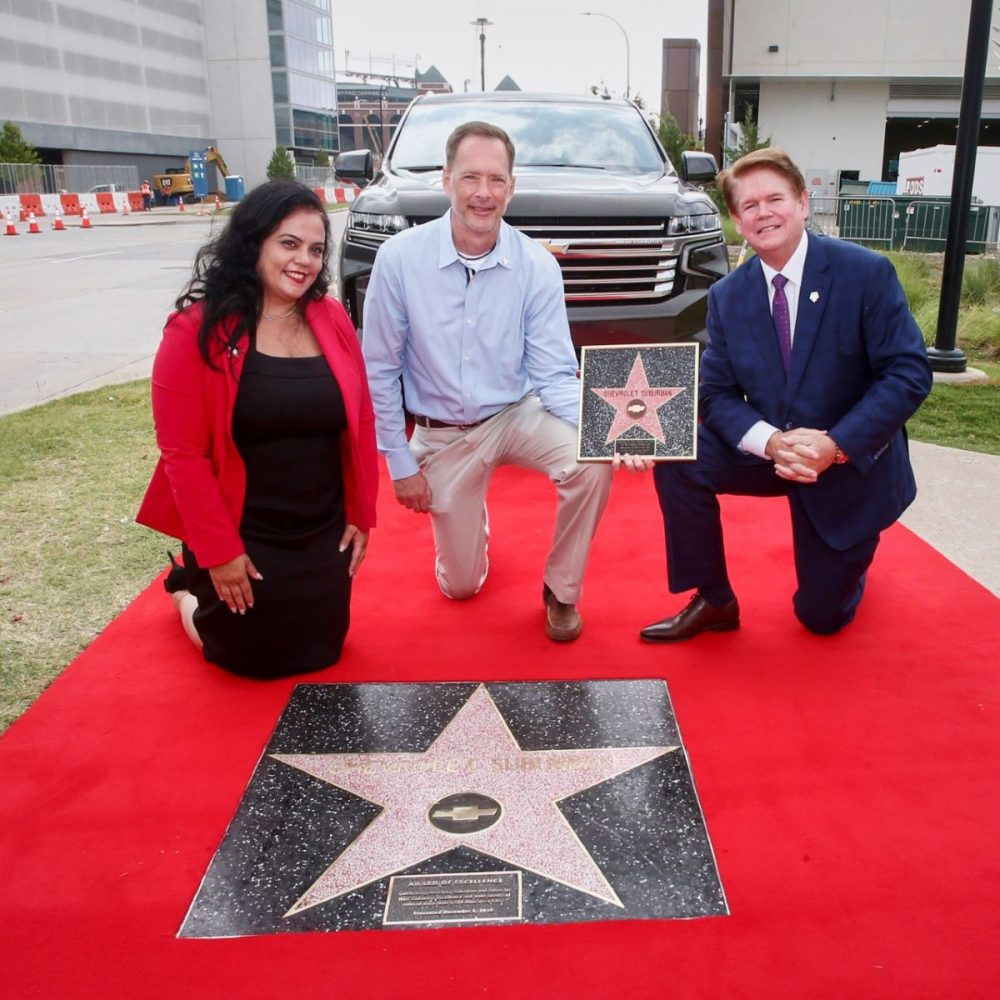 Chevrolet Suburban Earns Award of Excellence from Hollywood Chamber of Commerce