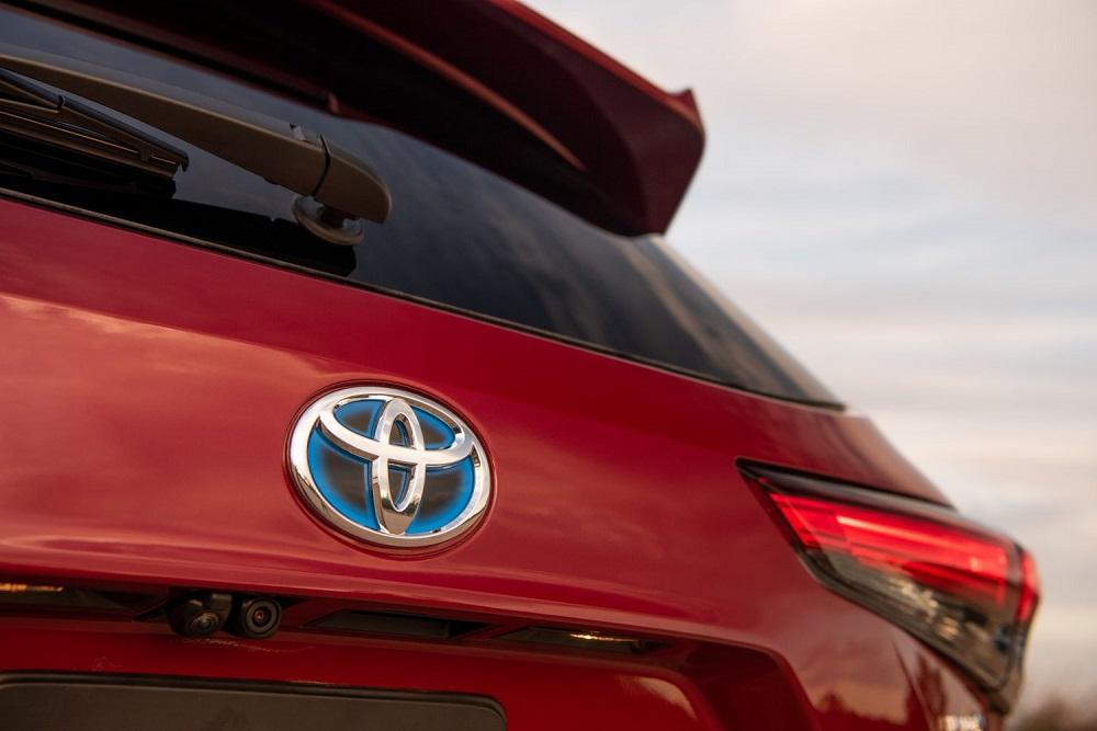 2021 Toyota Highlander Platinum Hybrid AWD (toyota badge)
