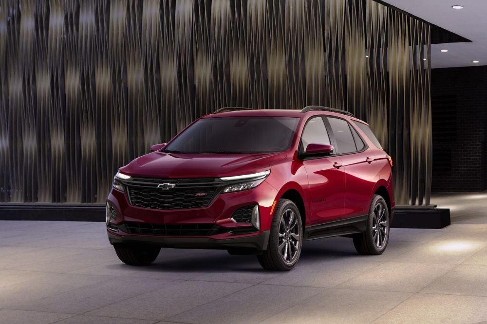 Front side view of 2022 Chevrolet Equinox RS