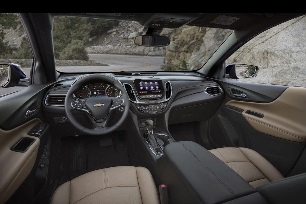 Sièges avant, tableau de bord, écran tactile et volant Chevrolet Equinox Premier 2022