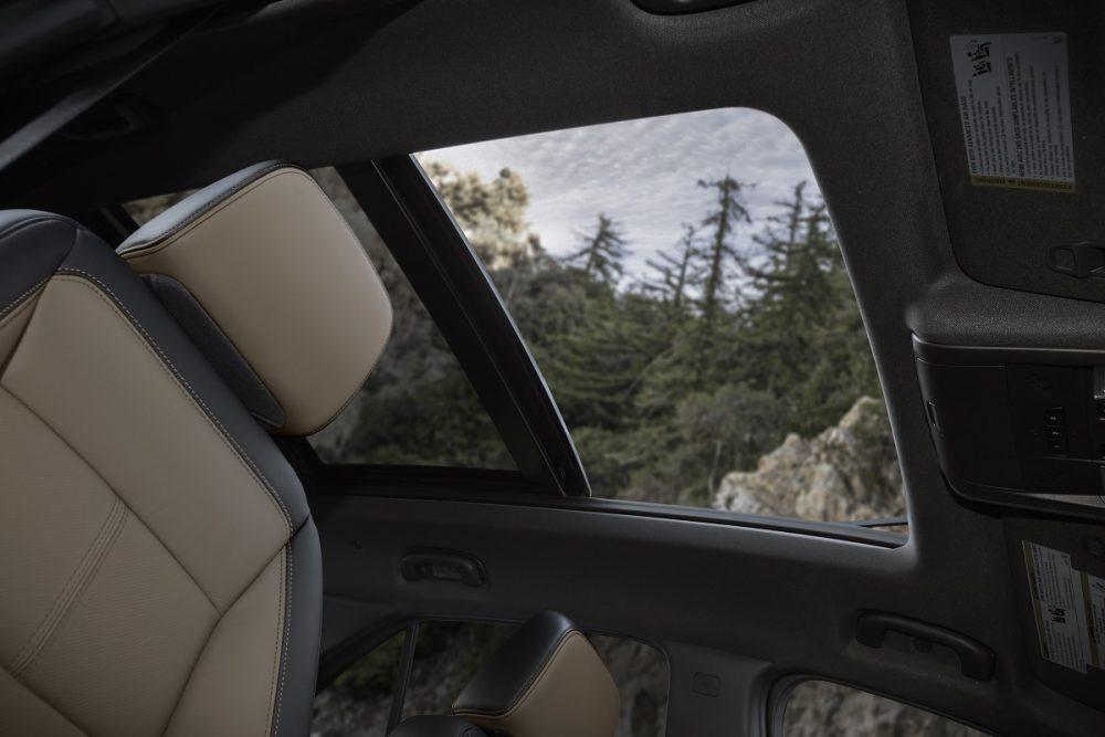 Toit ouvrant transparent Chevrolet Equinox Premier 2022 vu de l'intérieur
