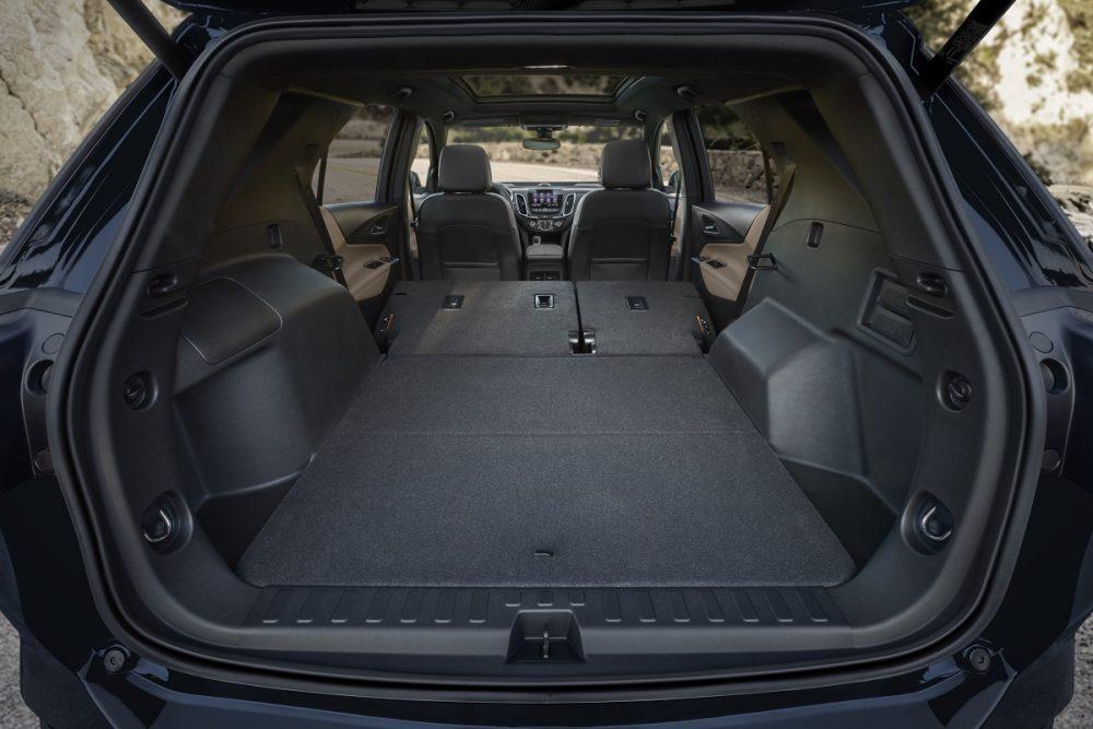 Chevrolet Equinox 2022 avec deuxième rangée rabattue