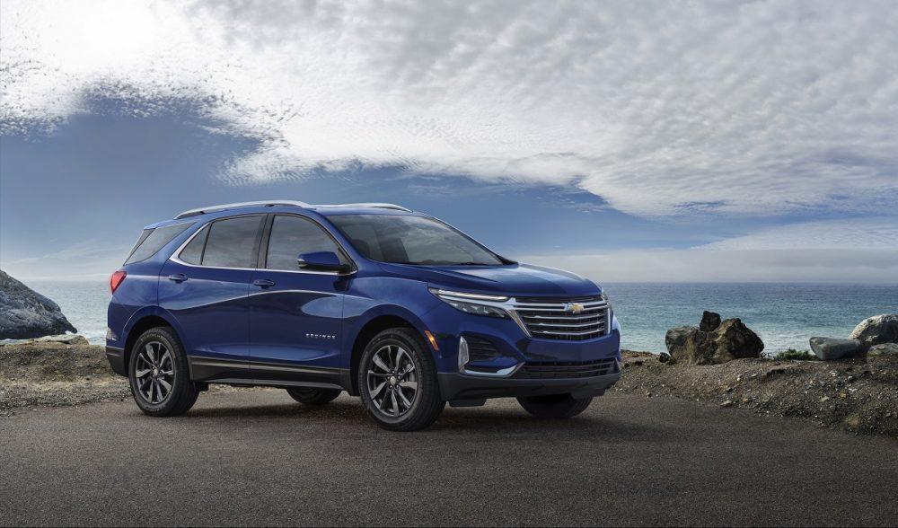 Vue latérale avant du Chevrolet Equinox Premier 2022