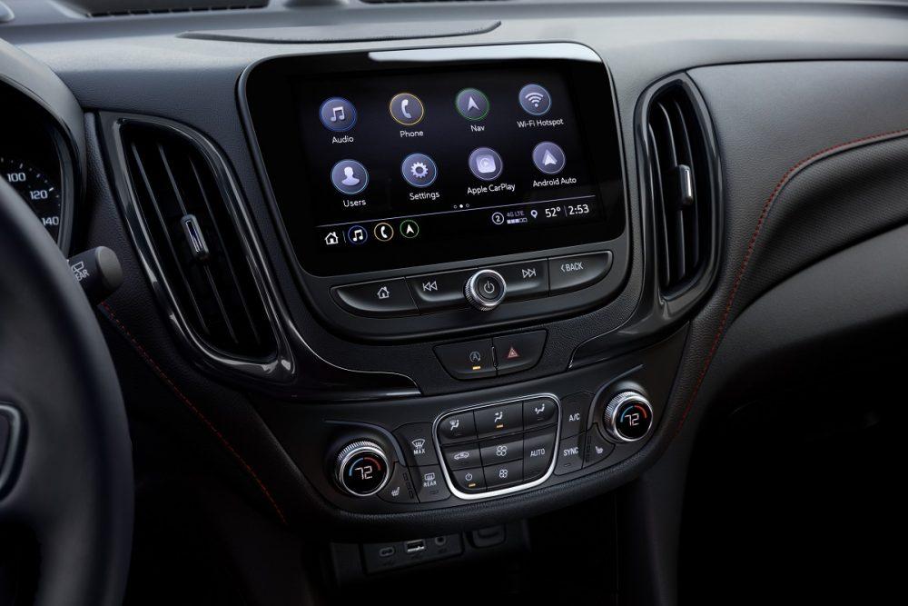 Gros plan sur l'écran tactile du Chevrolet Equinox RS 2022