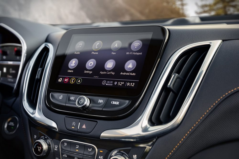Gros plan sur l'écran tactile du Chevrolet Equinox Premier 2022