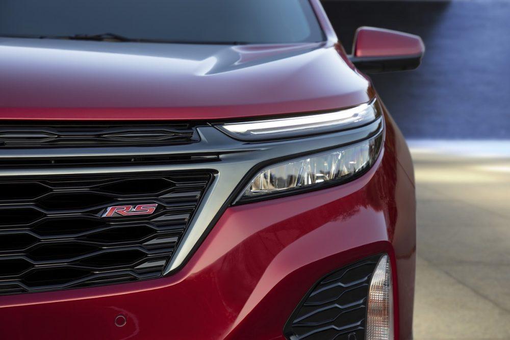 Gros plan sur la calandre et les phares du Chevrolet Equinox RS 2022
