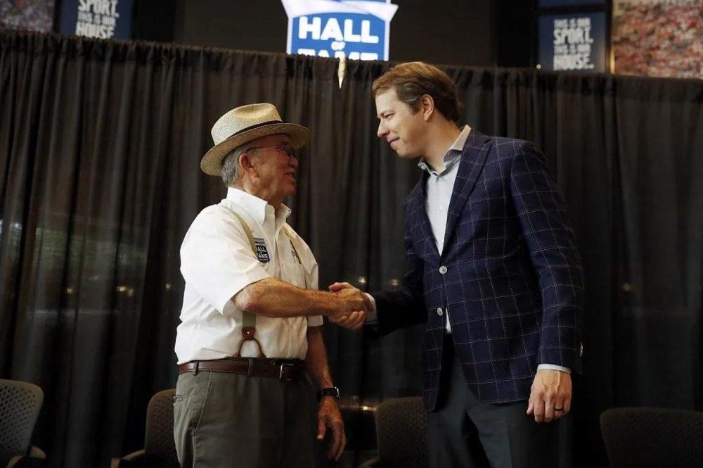 Jack Roush shaking hands with Brad Keselowski
