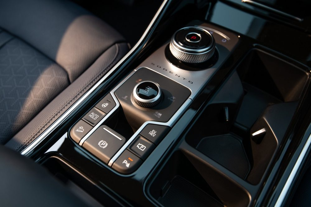 Close up of the drive mode selector in the 2022 Kia Sorento PHEV
