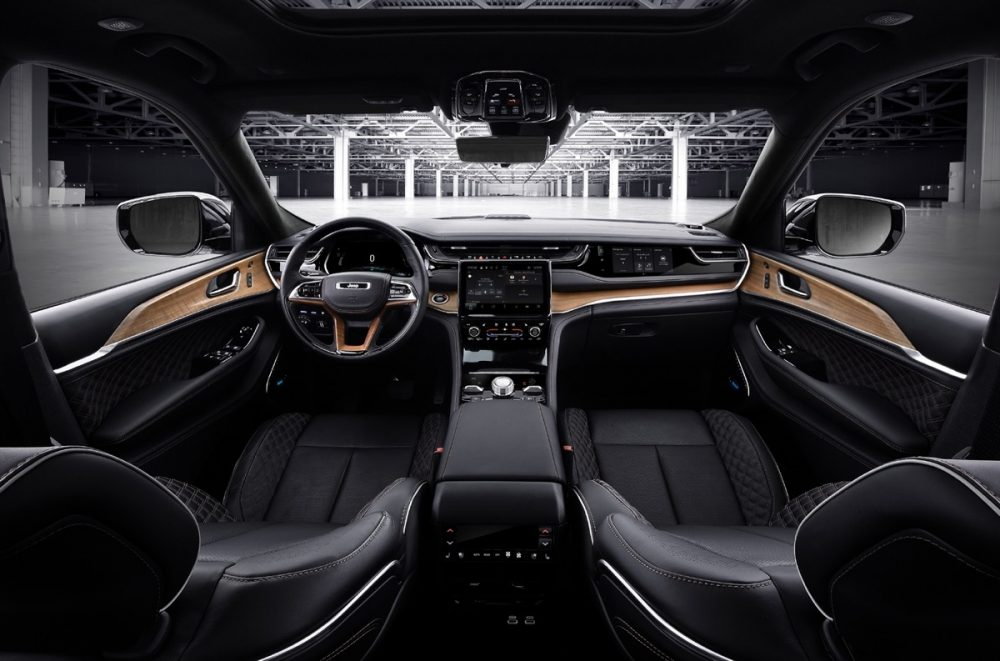 The front row of the 2022 Jeep Grand Cherokee Summit Reserve