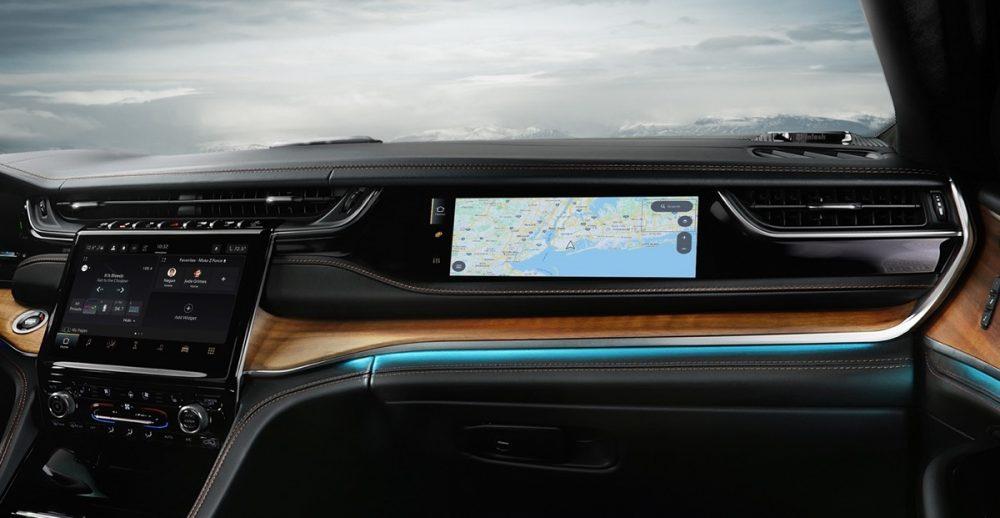 The 2022 Jeep Grand Cherokee passenger screen